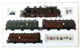 "Zugpackung Märklin, Spur 1, ""Preussenzug"" Nr. 5502, 1 Tender-Lok, bez. 8405, 3 Personenwagen, 10"