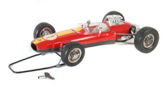 Rennwagen Schuco, 1071, 1960er Jahre, rot mit gelbem Rennstreifen und Nr. 1, Uhrwerkantrieb, org.