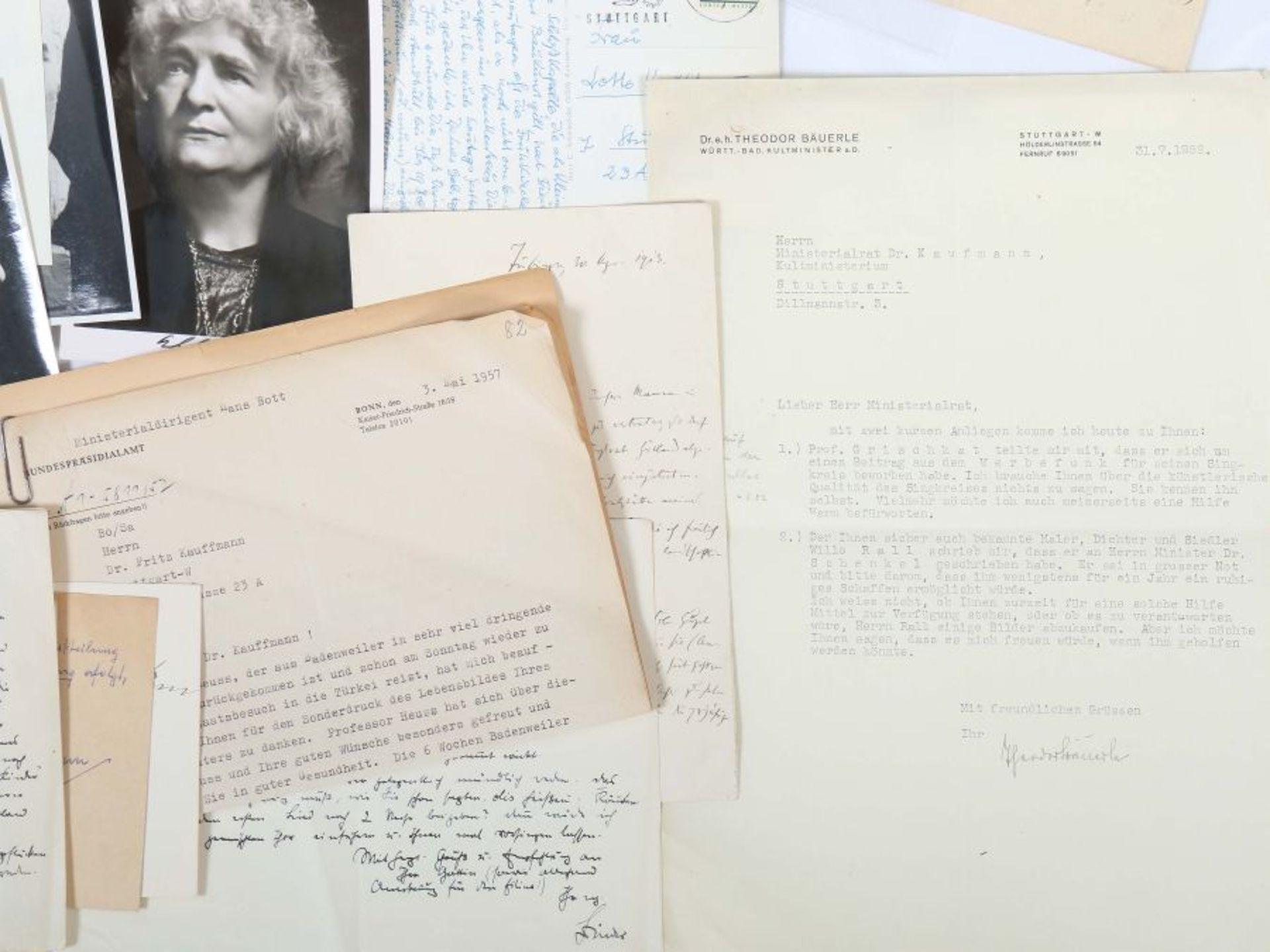 Künstlerkorrespondenzen Hand-/maschinengeschriebene Karten und Briefe u.a. von Felix Petyrek, - Bild 4 aus 5
