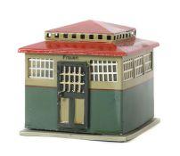Toilettenhaus Märklin, Spur 0/1, Modell 2599, BZ 1919-1929, quadratisch, 2 Türen zum Öffnen, bez.