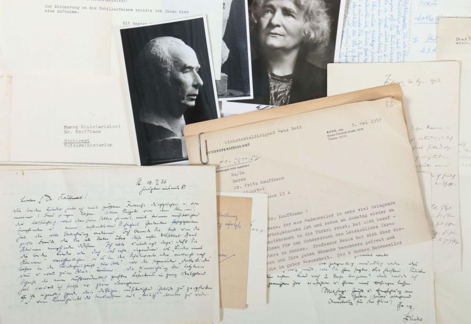 Künstlerkorrespondenzen Hand-/maschinengeschriebene Karten und Briefe u.a. von Felix Petyrek, - Bild 5 aus 5