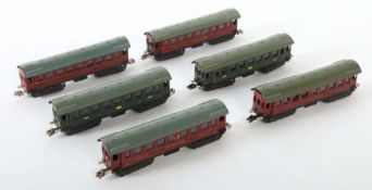 6 Personenwagen Märklin, Spur H0, BZ 1935-38, 2 x Personenwagen 341: 1 x Typ 2: KK 1, Kabelöffnung