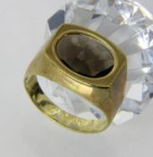 HERRENRING333/000 Gelbgold mit Rauchtopas. Ringgr. 64, Brutto ca. 6,5gA MEN'S RING 333/000 yellow