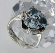 DAMENRING585/000 Weissgold mit 3 Aquamarinen. Ringgr. 56, Brutto ca. 6,7gA LADIES RING 585/000 white