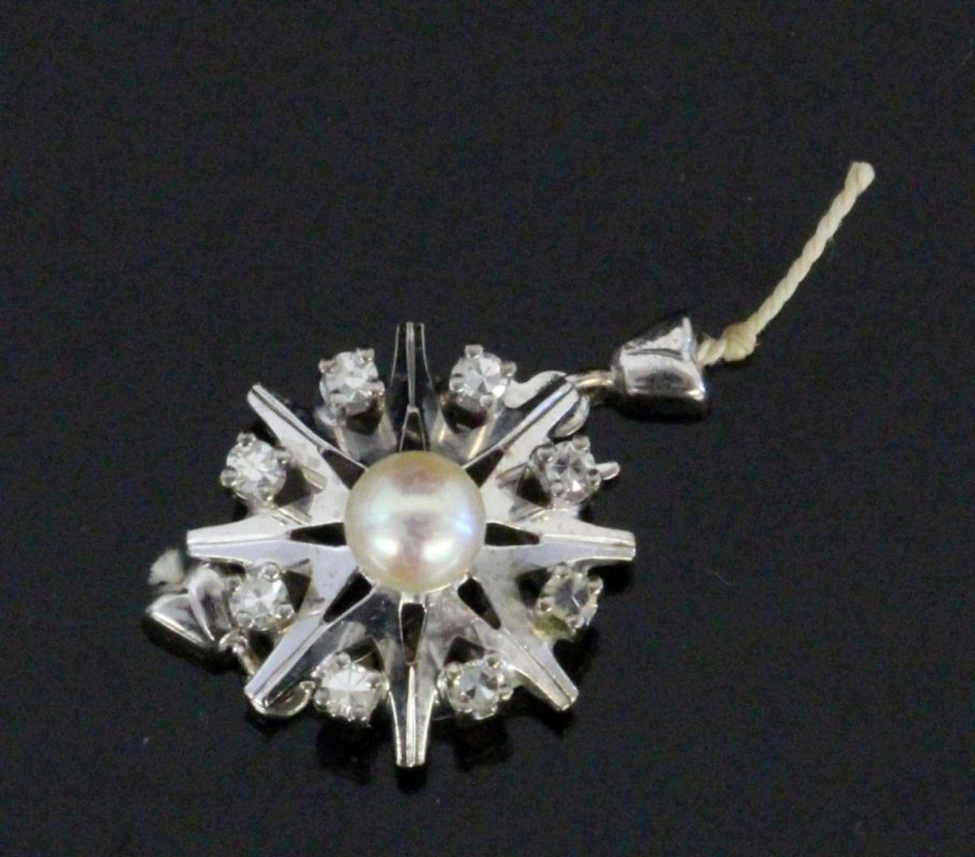 KETTENSCHLIESSE585/000 Weissgold mit Perle und kleinen Brillanten. D. 15mm, Brutto ca. 3,4gA
