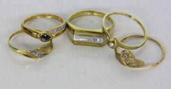 LOT VON 5 DAMENRINGEN333/000 Gelbgold. Teils mit kleinen Diamanten. Brutto ca. 7,24gA LOT OF 5