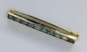 STABBROSCHE585/000 Gelbgold mit 10 blauen Zirkonen. L.50mm, Brutto ca. 4,4gA BAR BROOCH 585/000