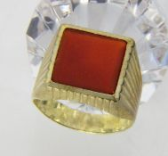 HERRENRING333/000 Gelbgold mit Karneol. Ringgr. 64, Brutto ca. 5,3gA MEN'S RING 333/000 yellow