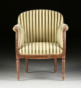 AN ELEGANT LOUIS XVI REVIVAL UPHOLSTERED AND CARVED WALNUT BERGÉRE EN GONDOLE, EARLY 20TH