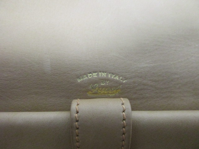 Lot 11 - A vintage Gucci beige suede shoulder bag, with a brown leather adjustable strap and gilt metal clasp