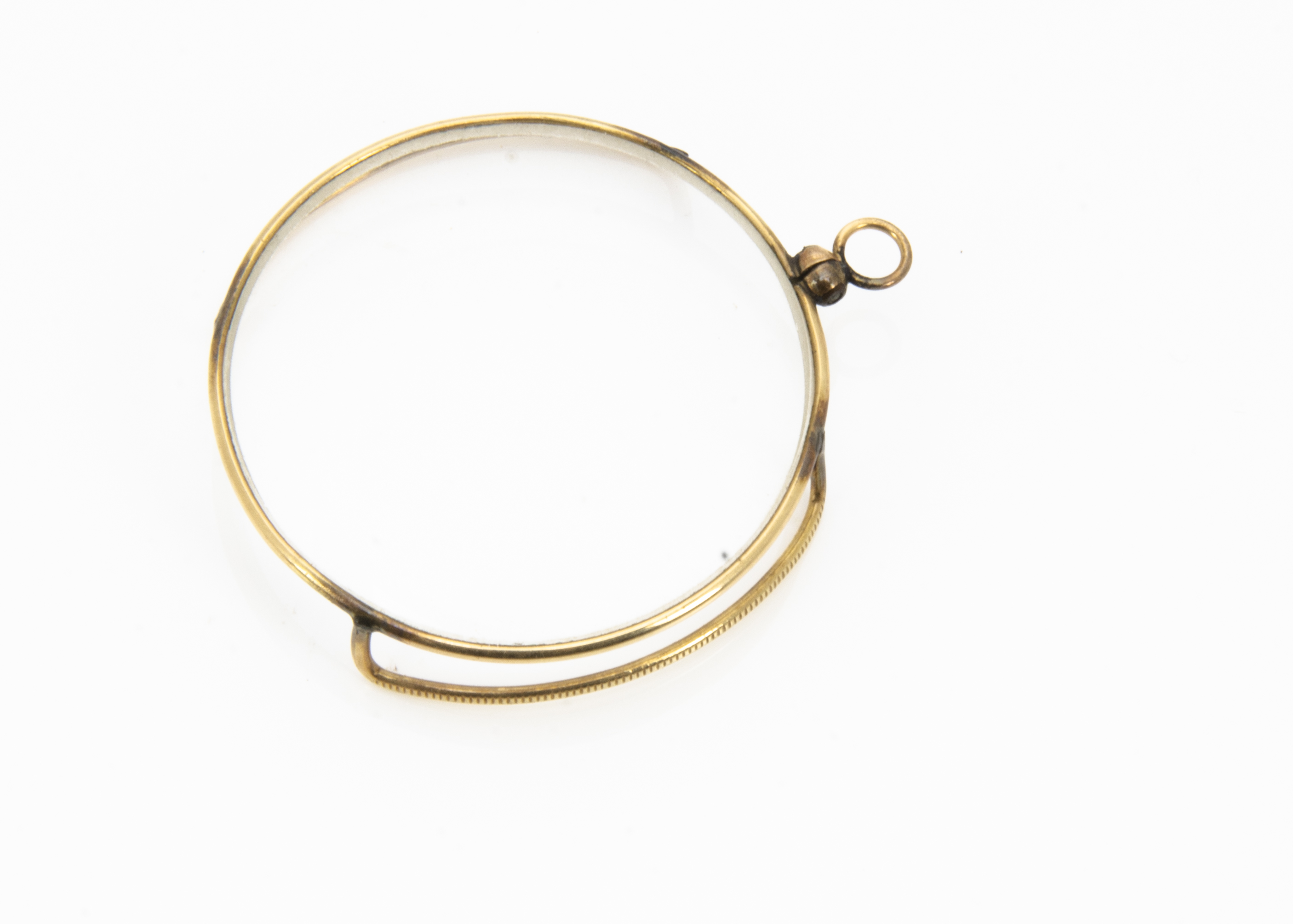 Lot 257 - A yellow metal monocle, the convex glass in a yellow metal frame with hinged loop, 4cm diameter