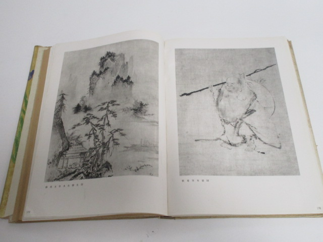 Lot 209 - An antiquarian Japanese art book probably by Ueno, Seiichi (1882-1970), with an inscription 'March