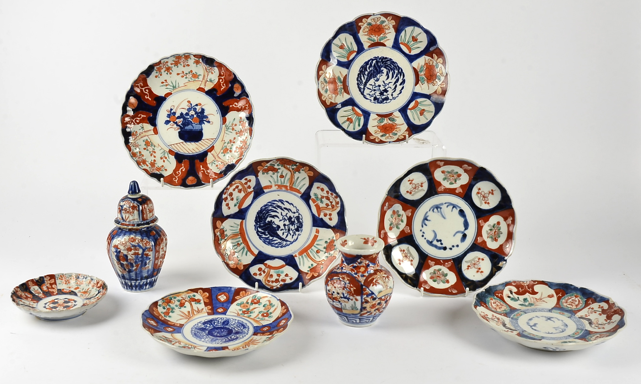Lot 217 - A small collection of Imari ware, to include a pair of dishes with central flying bird design,