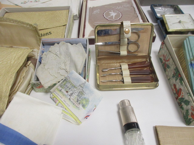 Lot 19 - A collection of ladies vintage accessories and accoutrements, including a pair of Taylor-Woods nylon