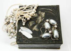 A large collection of pearls, comprising seed, cultured seawater, freshwater, baroque, pearl