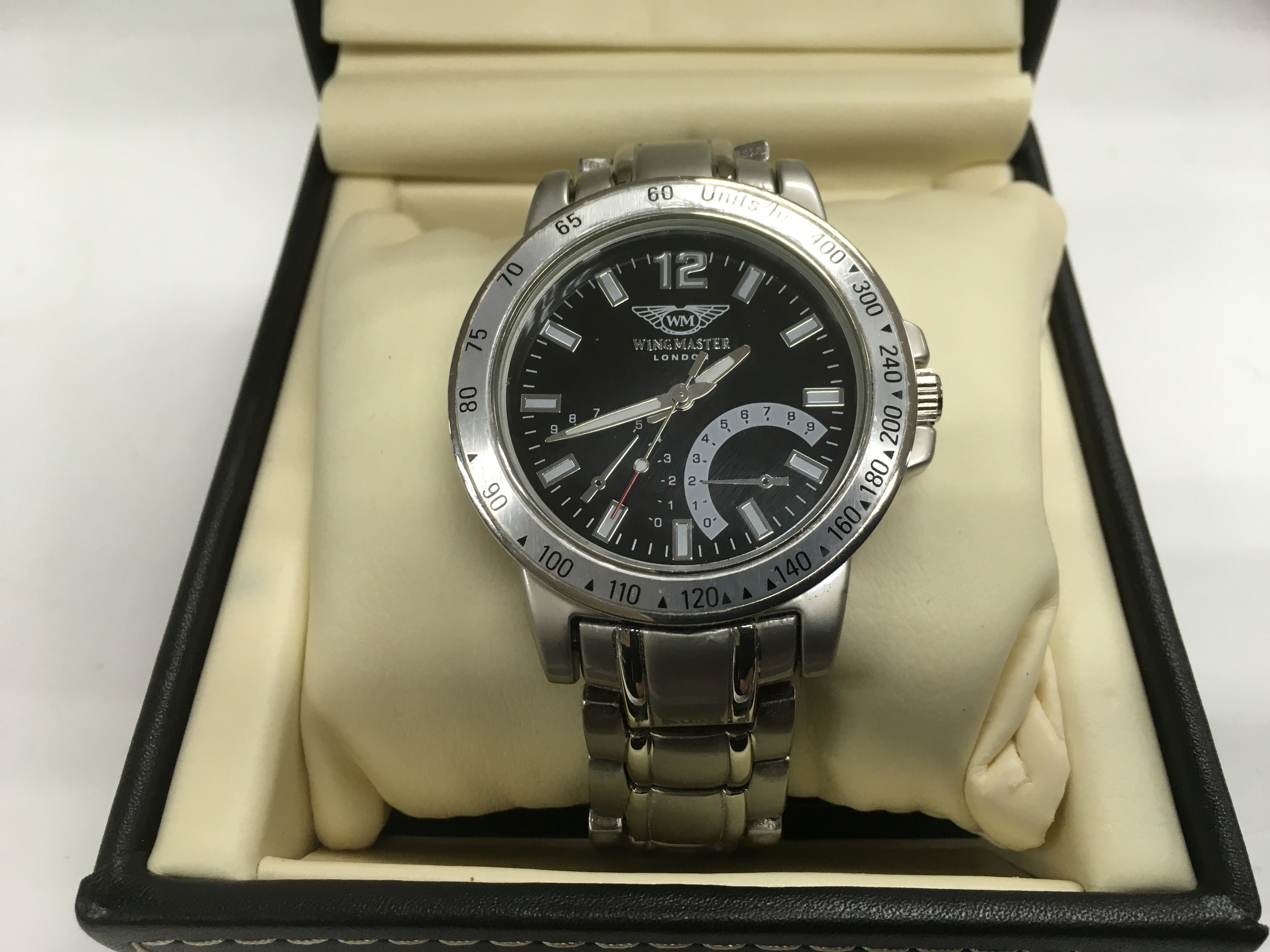 Lot 55 - A gents boxed Wingmaster watch with black dial and