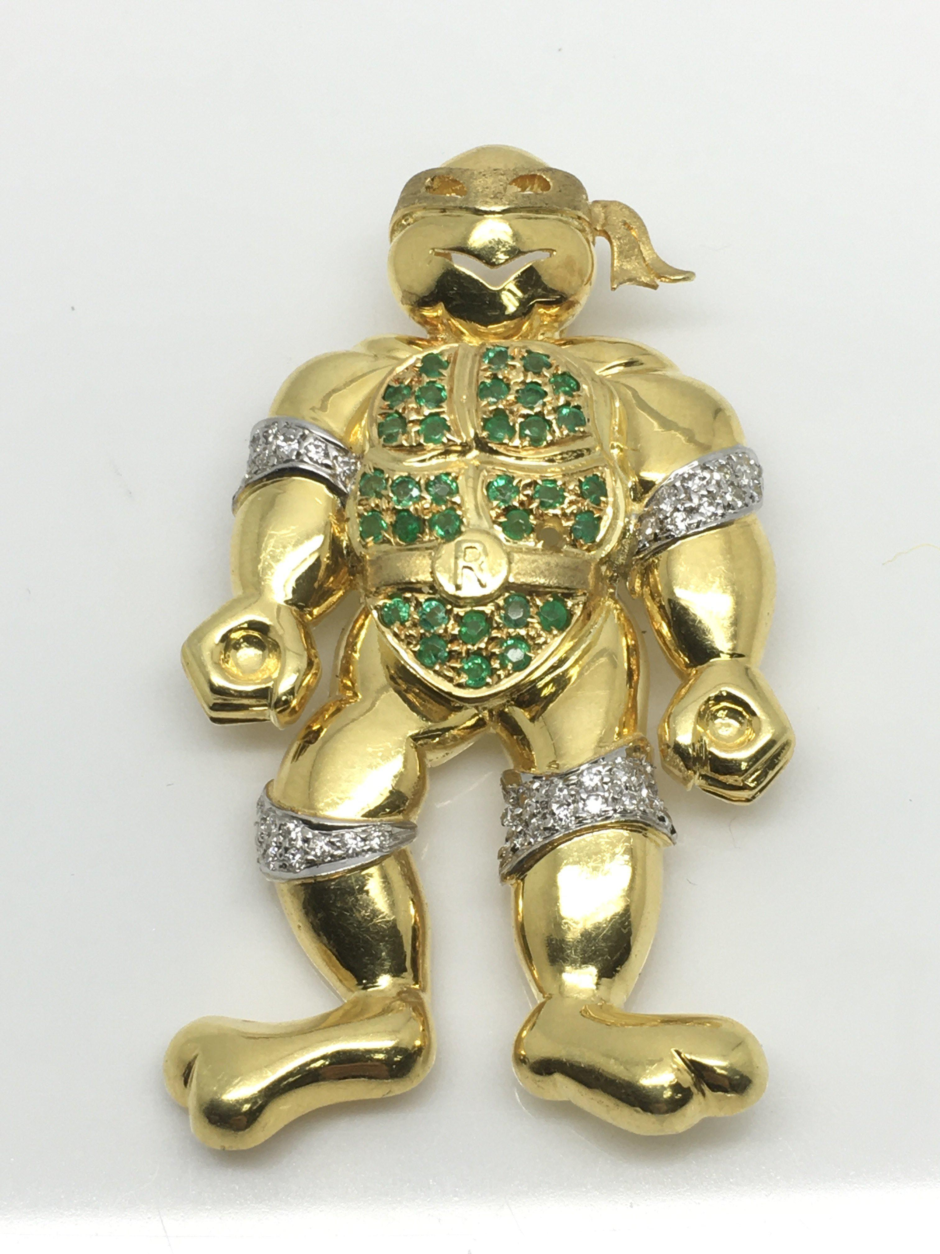 Lot 5 - An 18ct gold brooch in the form of a 'ninja turtle