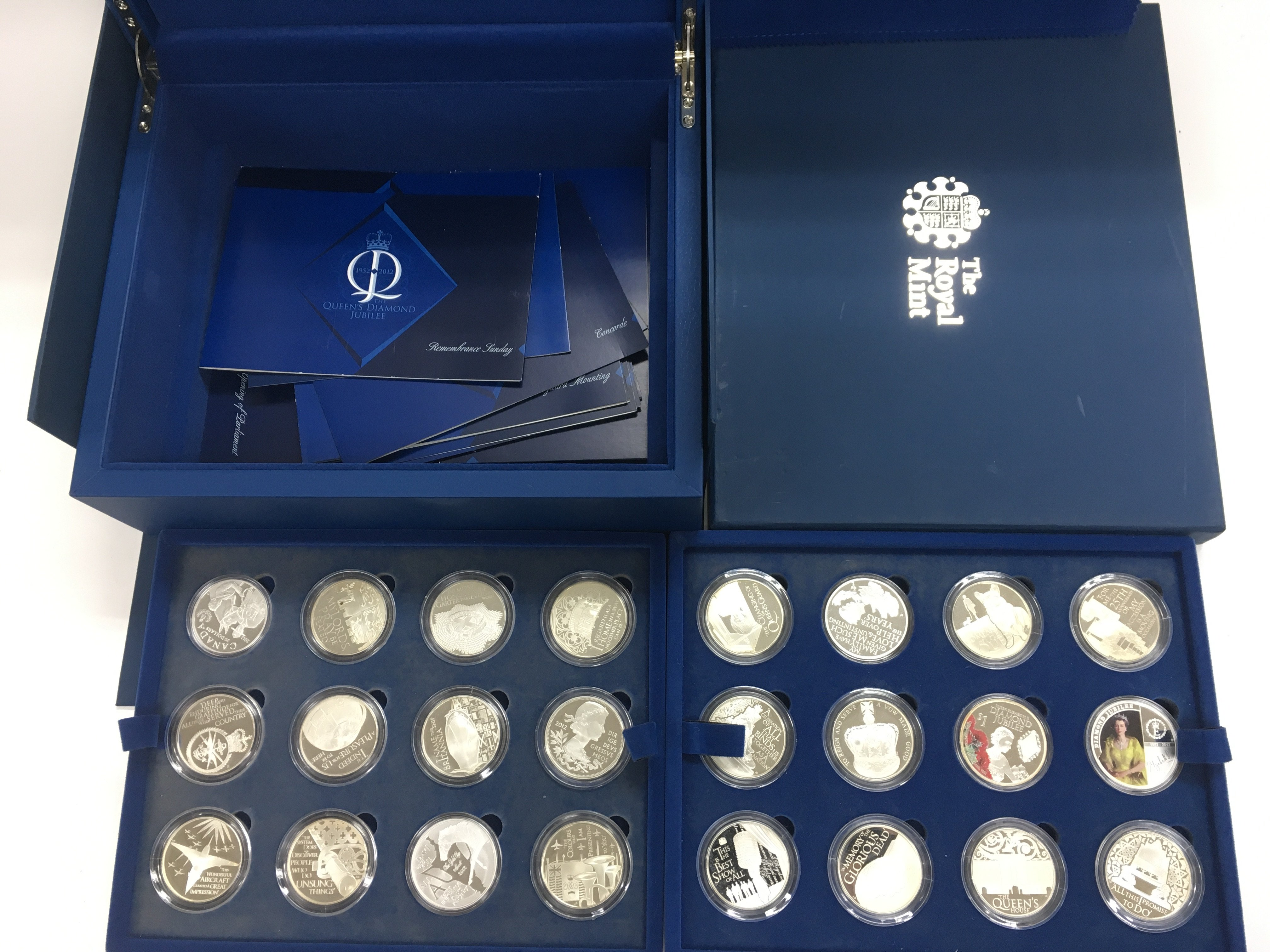 Lot 14 - A boxed Royal Mint Queens Diamond jubilee silver p
