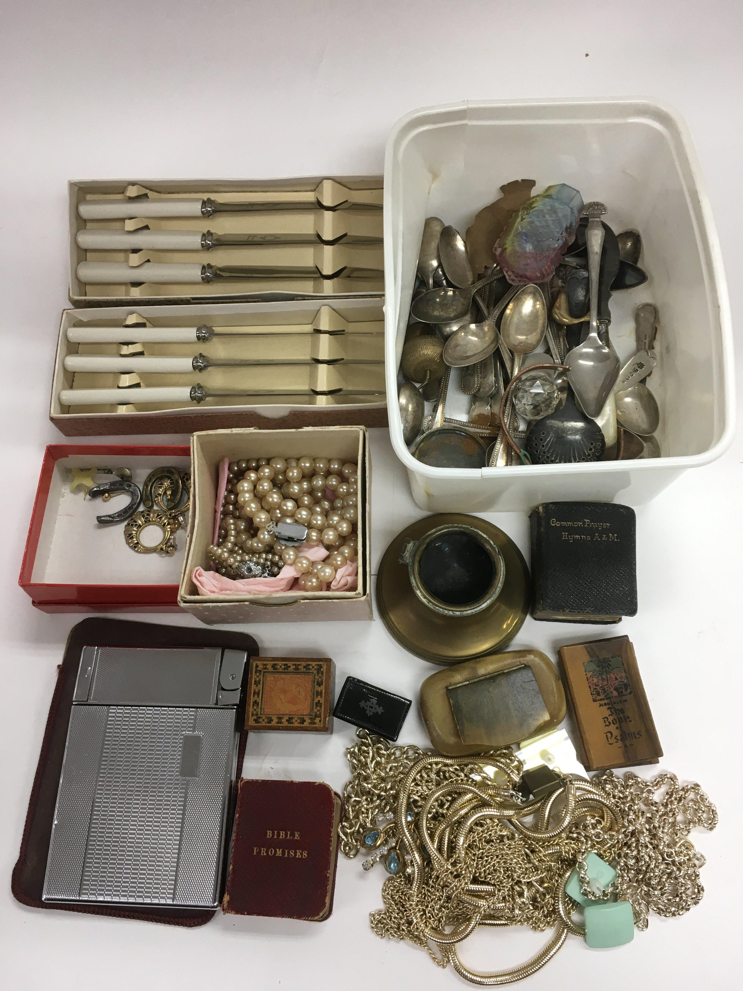 Lot 52 - A collection of jewellery, cutlery and other oddme