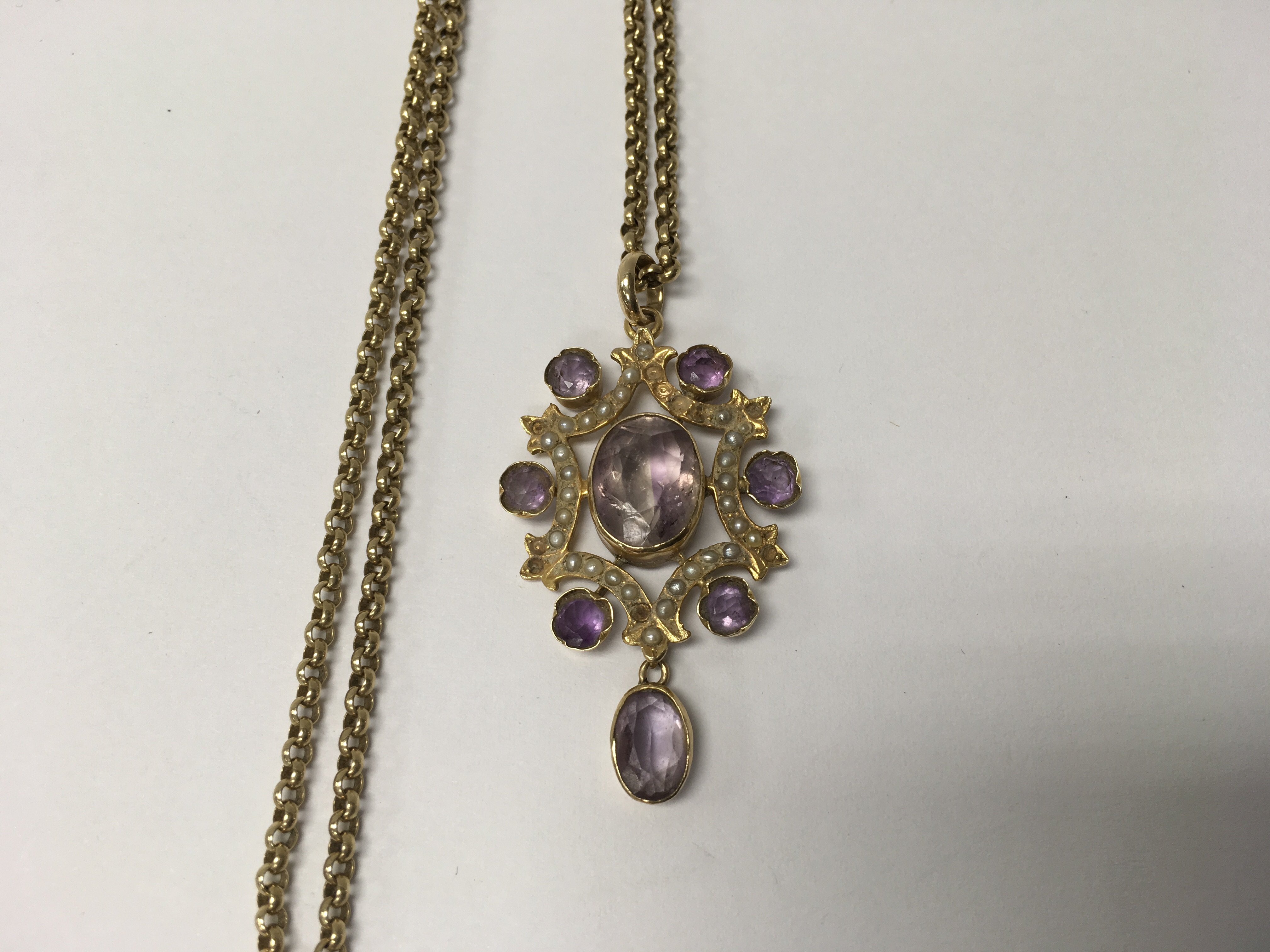 Lot 51 - A Edwardian 15 ct gold pendant inset with amethyst
