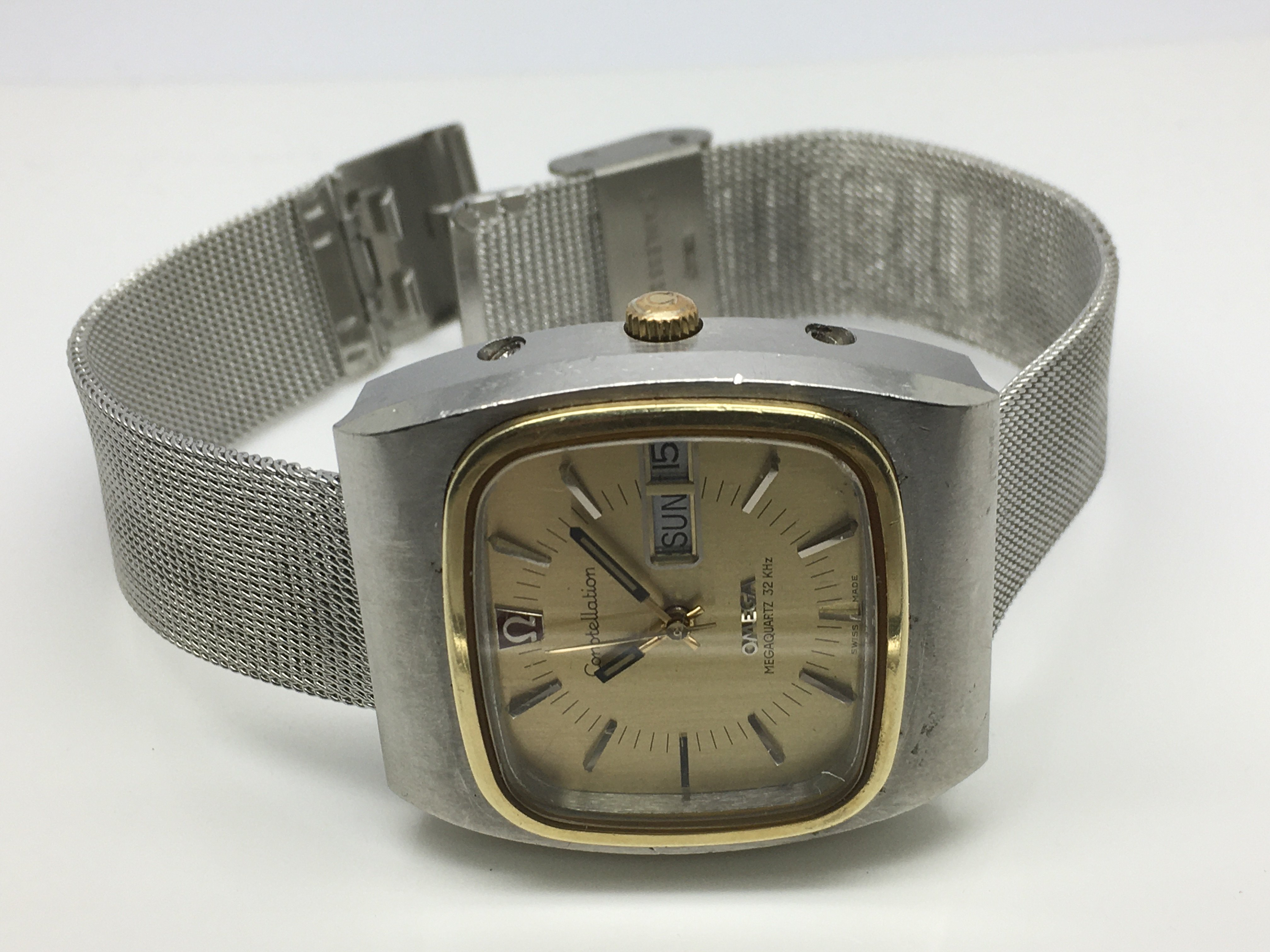 Lot 37 - A gents Omega Constellation watch with gold tone s