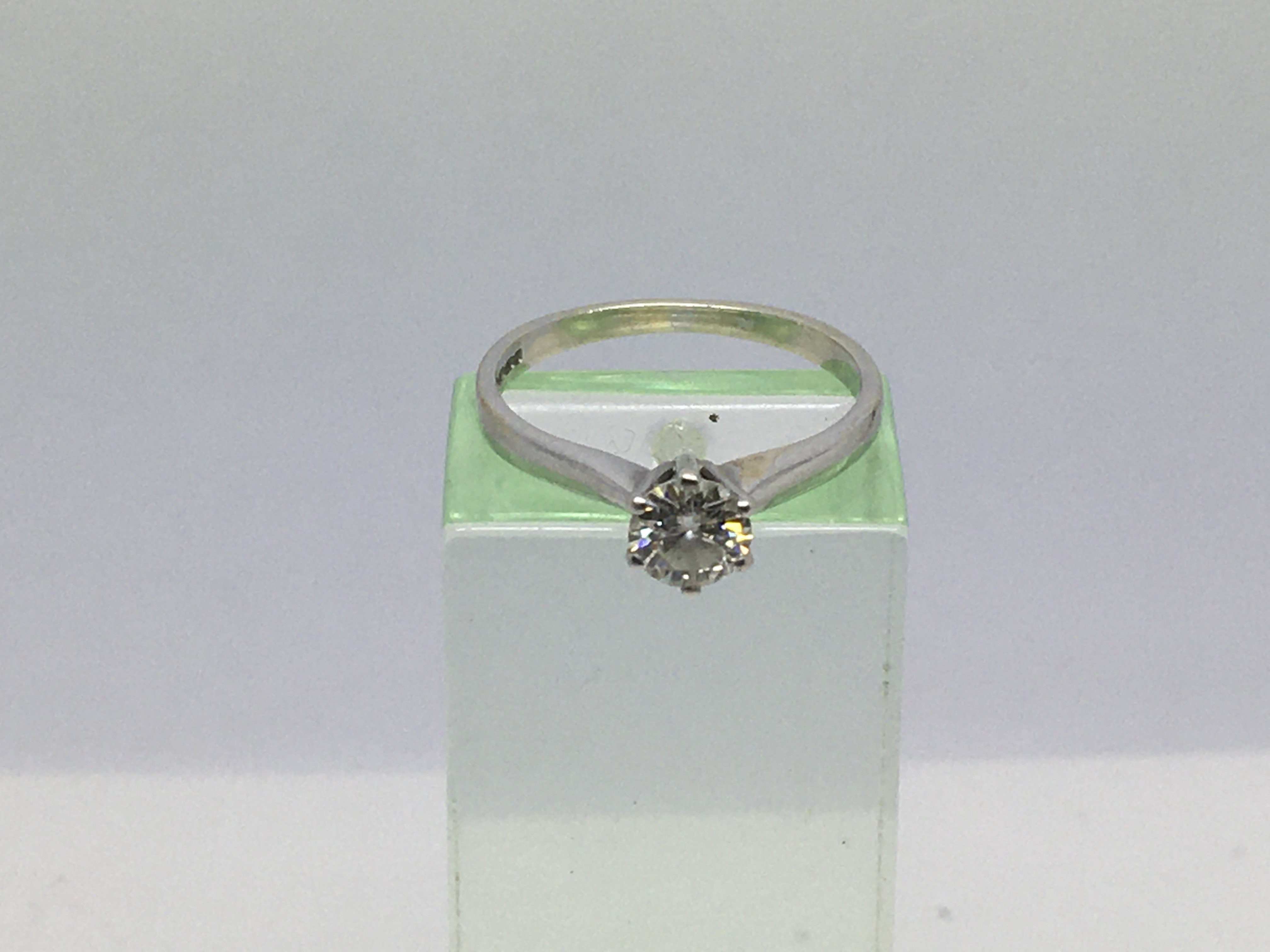 Lot 2 - A 9ct white gold ring set with a forty point solit