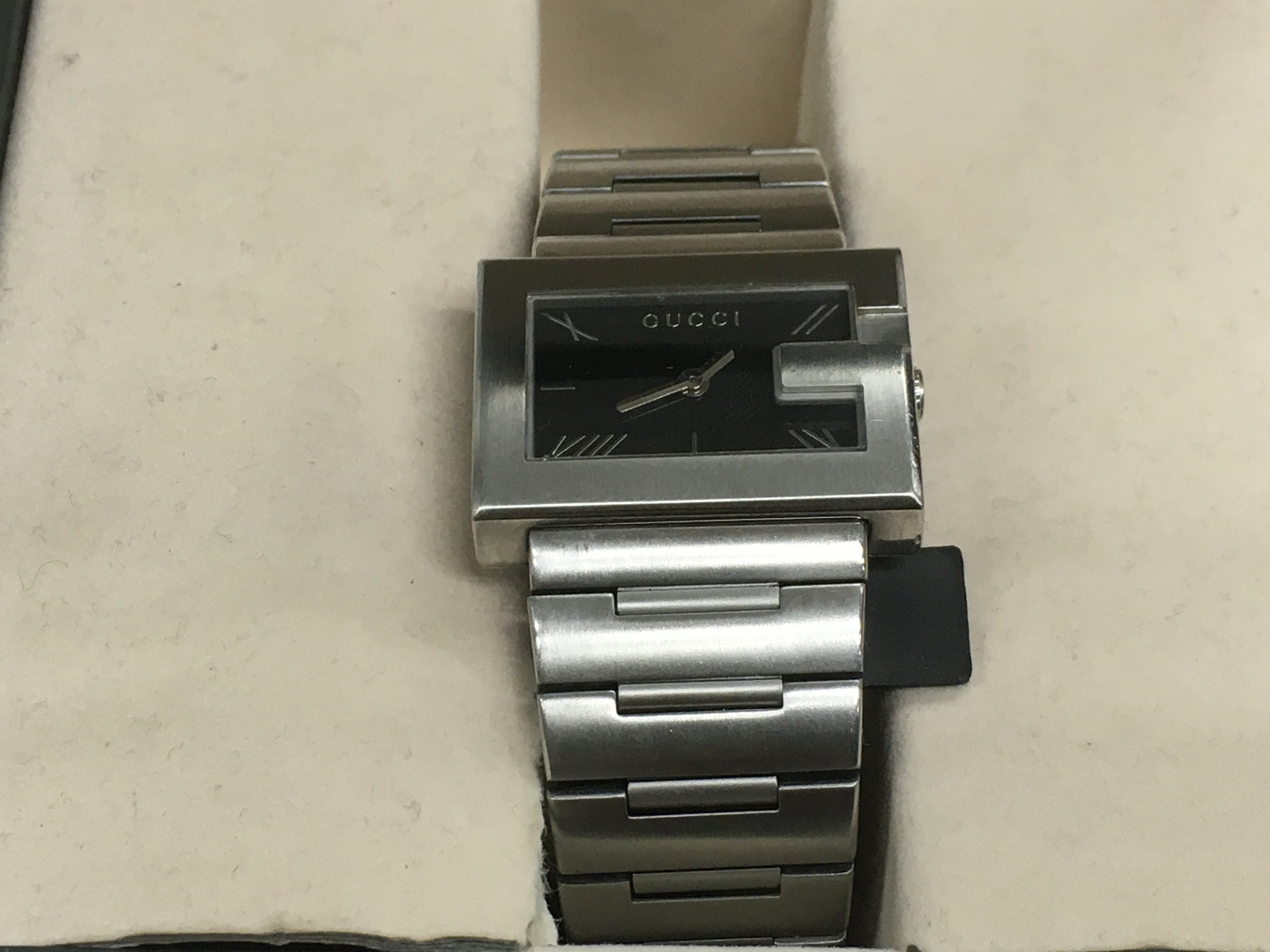 Lot 56 - A boxed Gucci watch with squared black dial and st