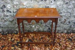 An oak occasional table. This lot can only be collected on Saturday 19th December (9-2pm).