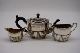 An Edwardian silver three piece bachelor's tea set, by Robert Pringle & Sons, London 1903/4, 11cm