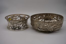 A late Victorian pierced silver potato dish and ring, by William Comyns & Sons, London 1900,