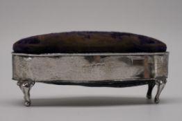 An Edwardian silver velvet lidded jewel casket, by Britton, Gould & Co, Birmingham 1906, 11.5 x 5cm.