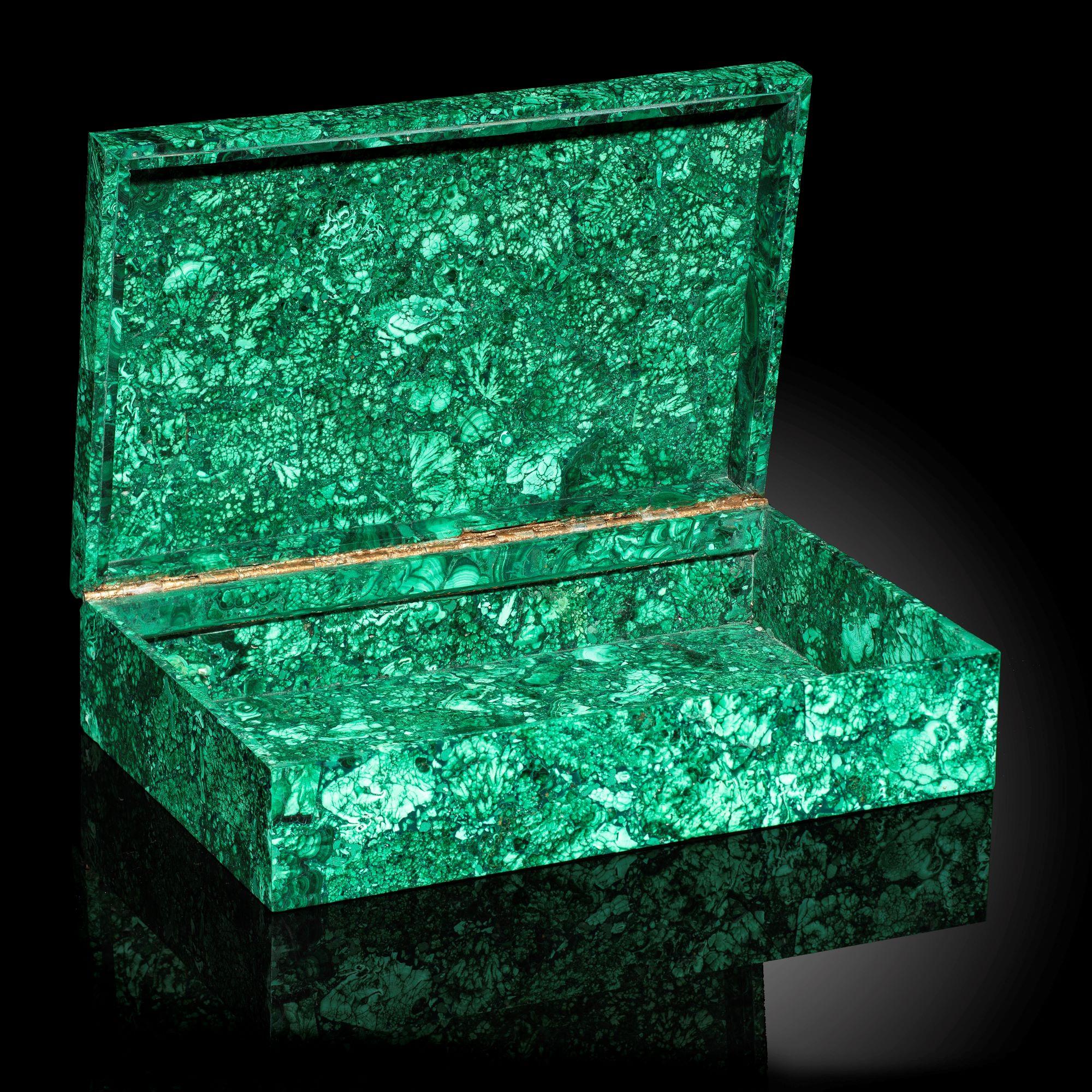 Lot 4 - Interior Design/Minerals: A malachite box, 28cm by 18cm