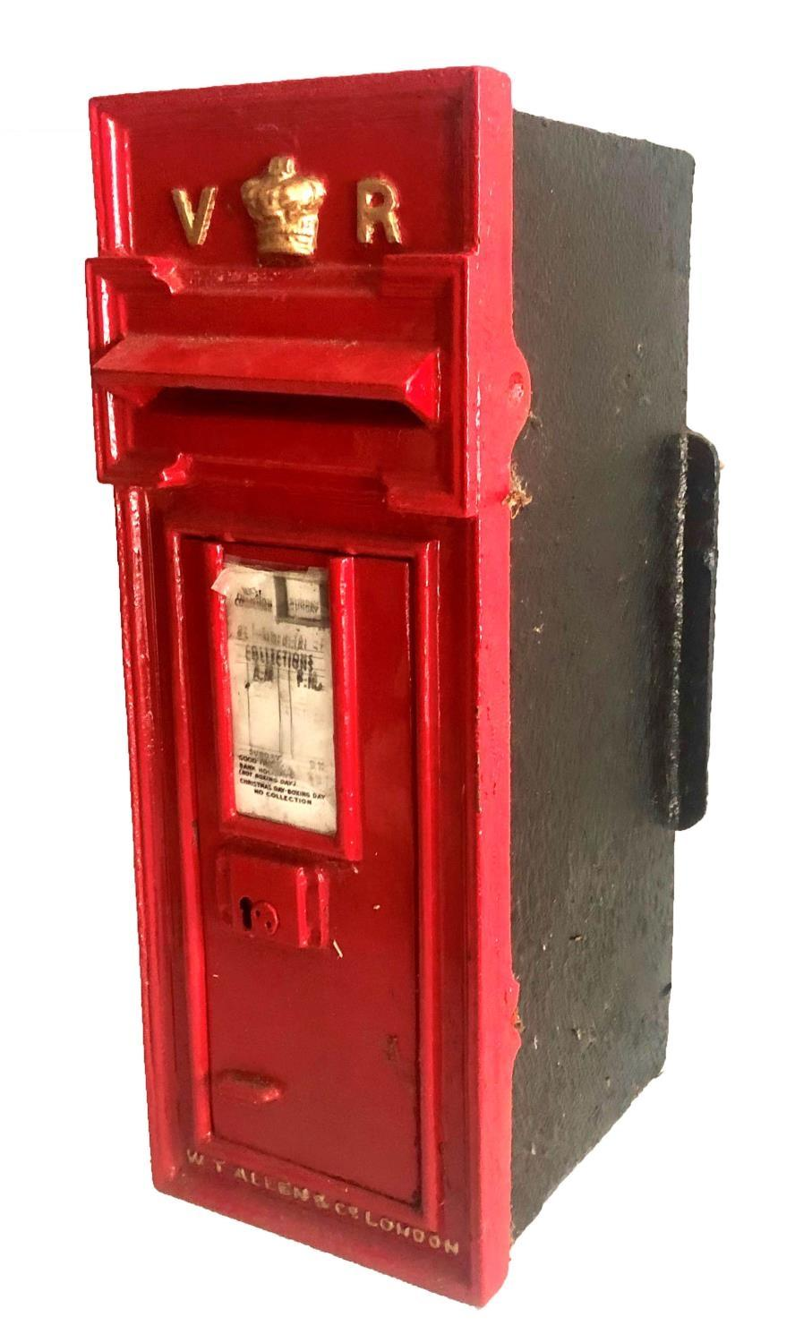 Lot 683 - W.T ALLEN & CO., LONDON, AN ORIGINAL VICTORIAN CAST IRON WALL MOUNTING LETTER BOX Complete with key.