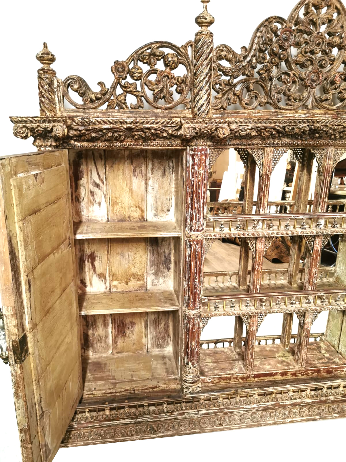 Lot 750 - A VENETIAN DESIGN WALL MOUNTED MIRRORED BACK CABINET With pierced floral fret work pediment above