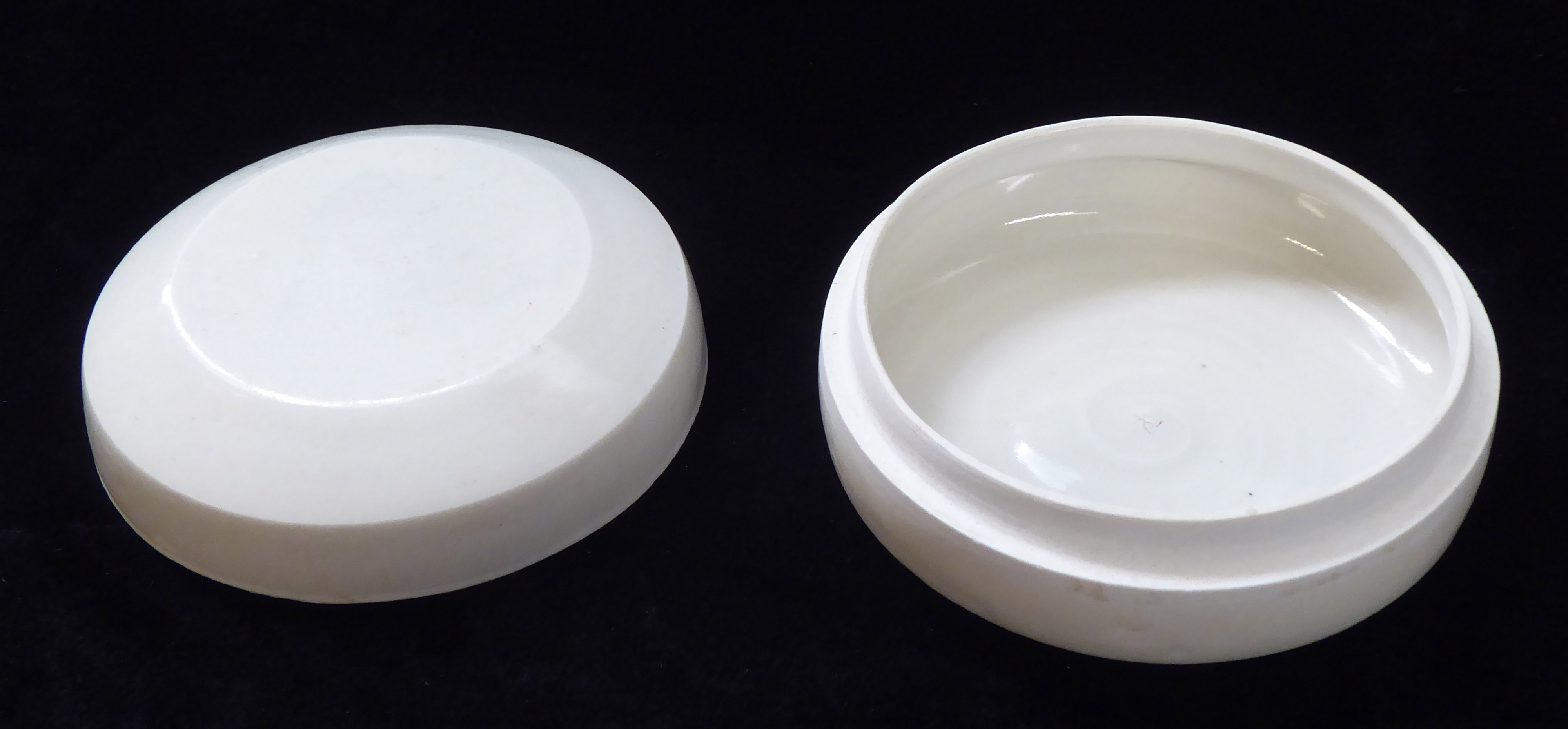 Lot 163 - A CHINESE WHITE GLAZE SONG DYNASTY 'DING' WARE 'LIDDED BOX Spherical form of plain design with three