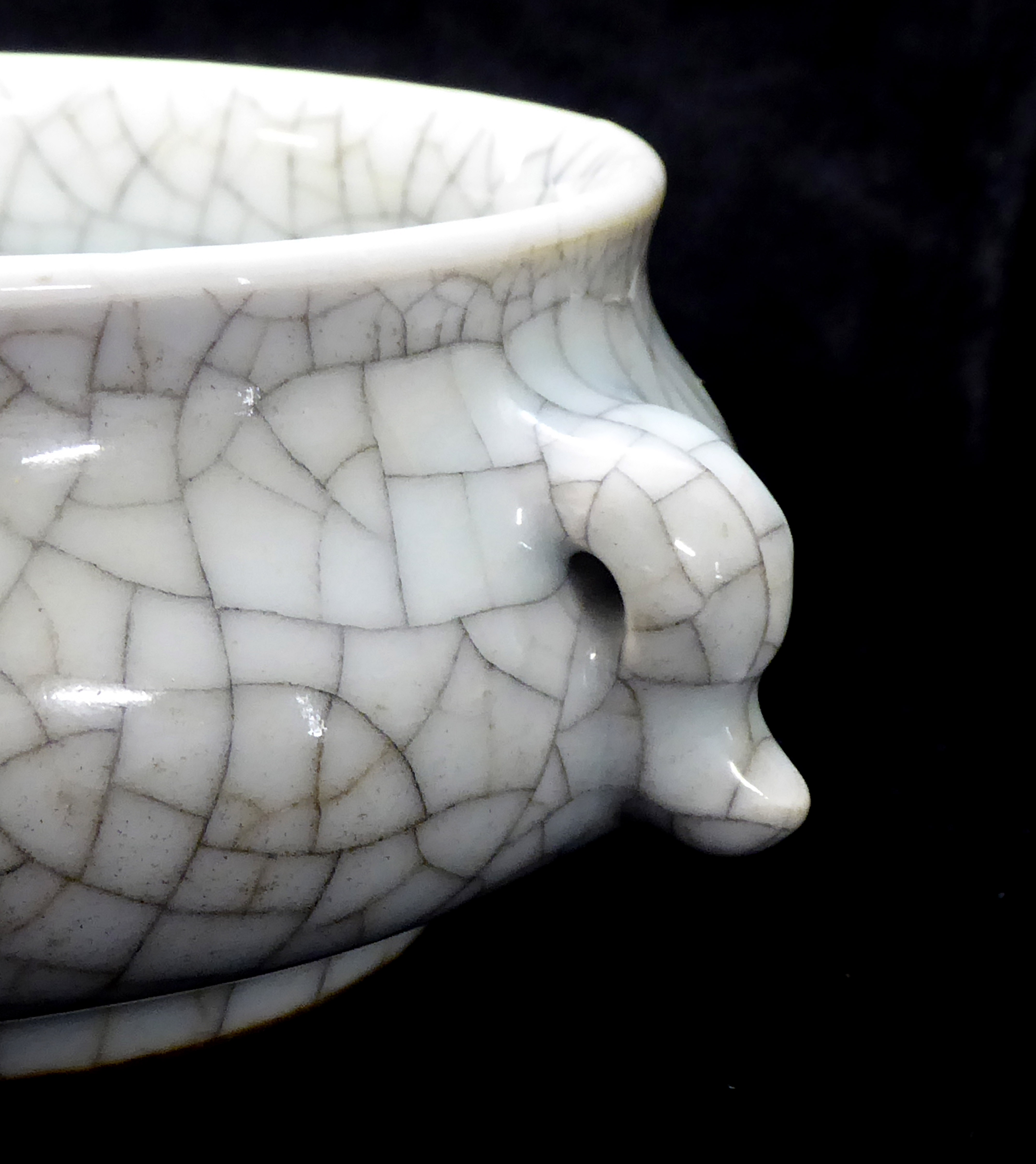 Lot 159 - A LATE 18TH/ EARLY 19th CENTURY CHINESE CELADON CRACKLE GLAZE CENSOR Having twin handles and gilt