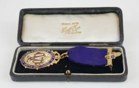 A 9CT GOLD AND ENAMELLED MASONS MEDALLION Independent order of Oddfellows, Manchester Unity, on