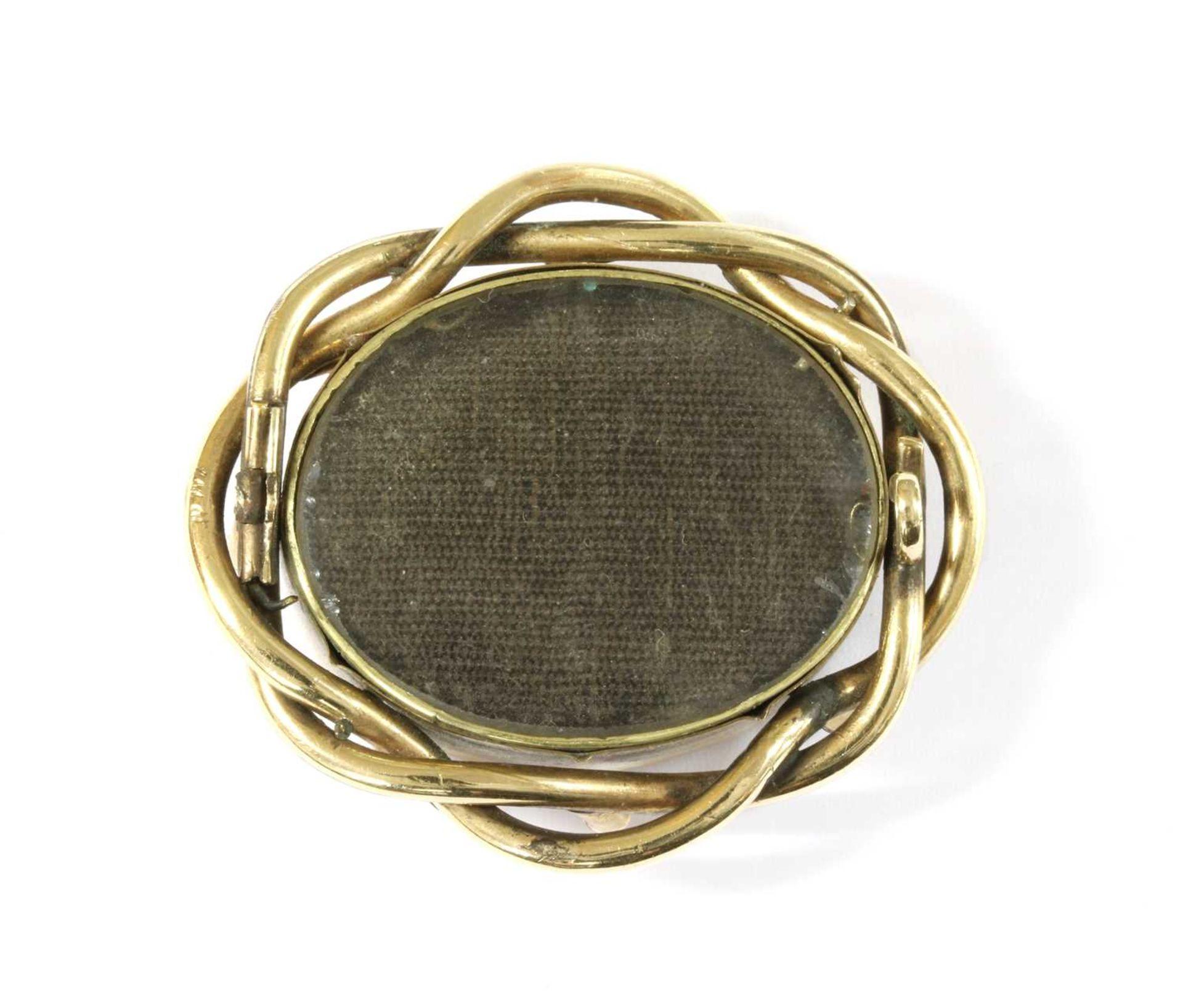 A gold mourning brooch, - Bild 2 aus 2