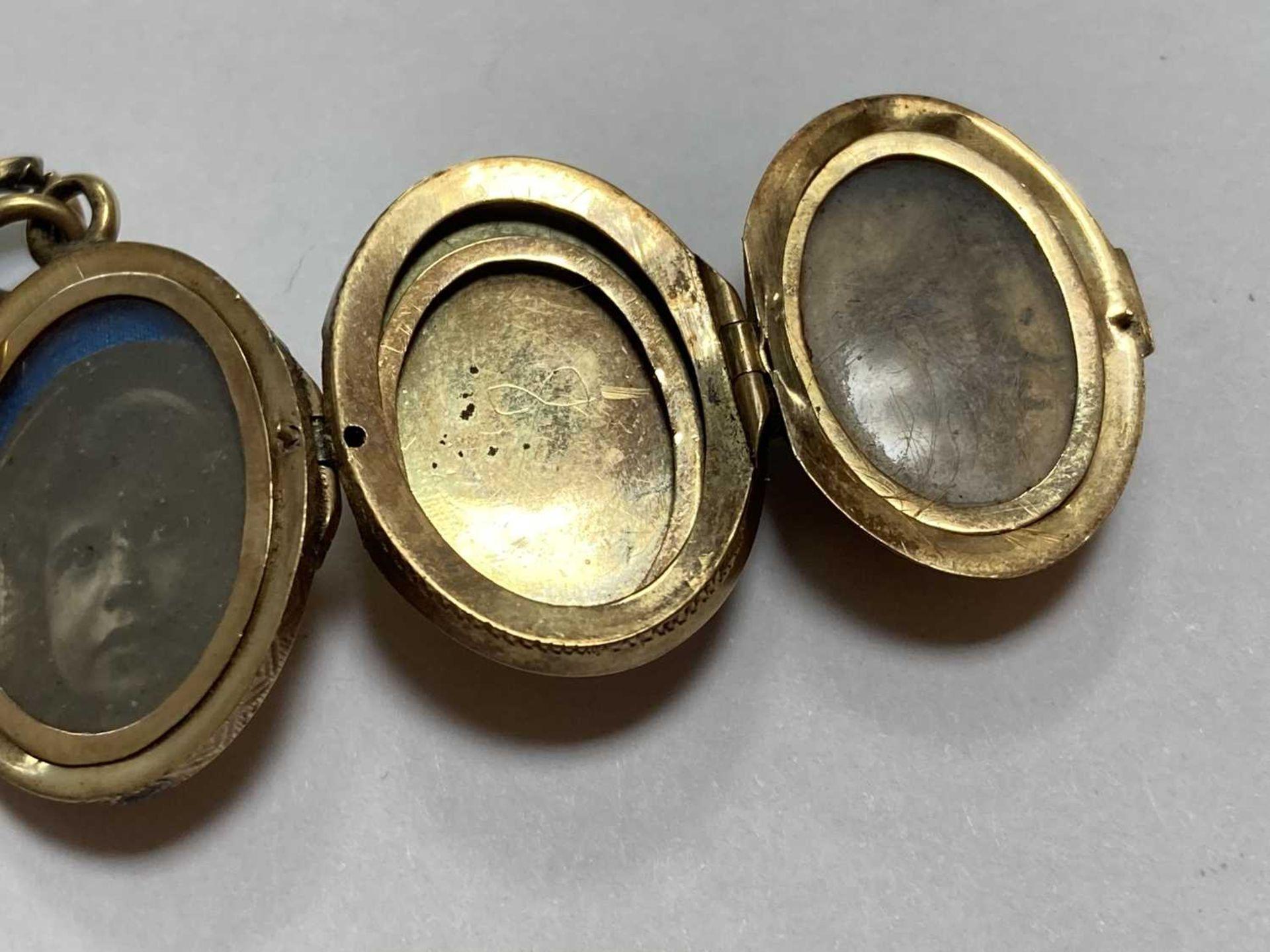 A gold egg form multi-photo 'family' locket, - Bild 13 aus 13