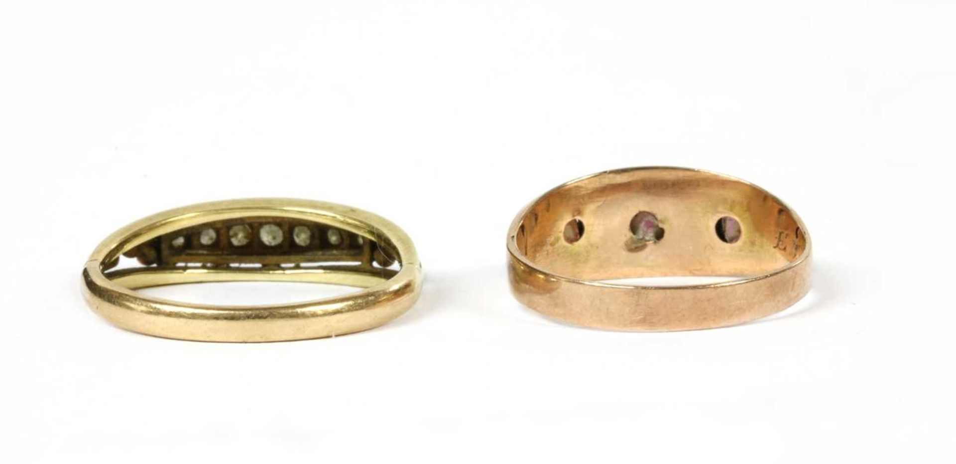A gold seven stone diamond ring, - Bild 2 aus 2