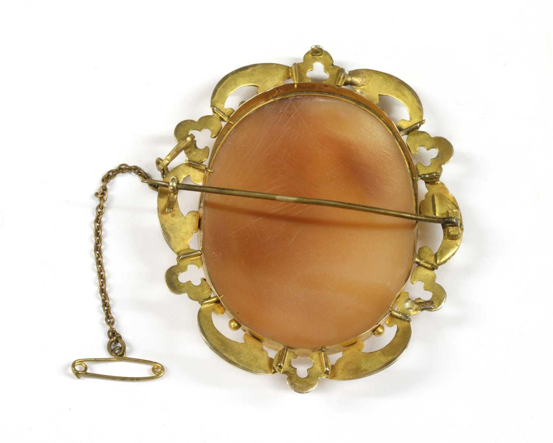 A rolled gold shell cameo brooch, - Bild 2 aus 2