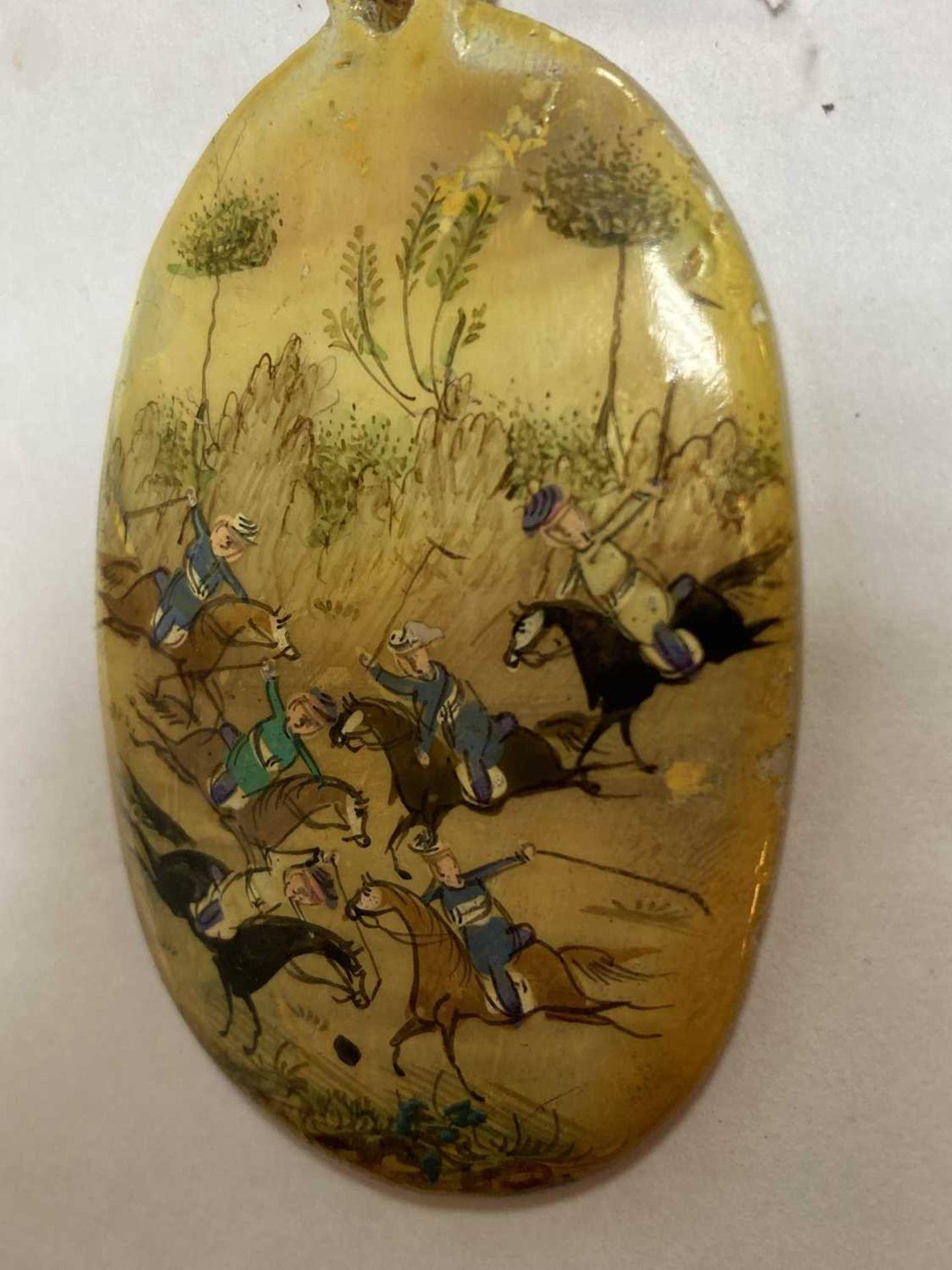 A Persian hand painted miniature pendant, - Bild 7 aus 8