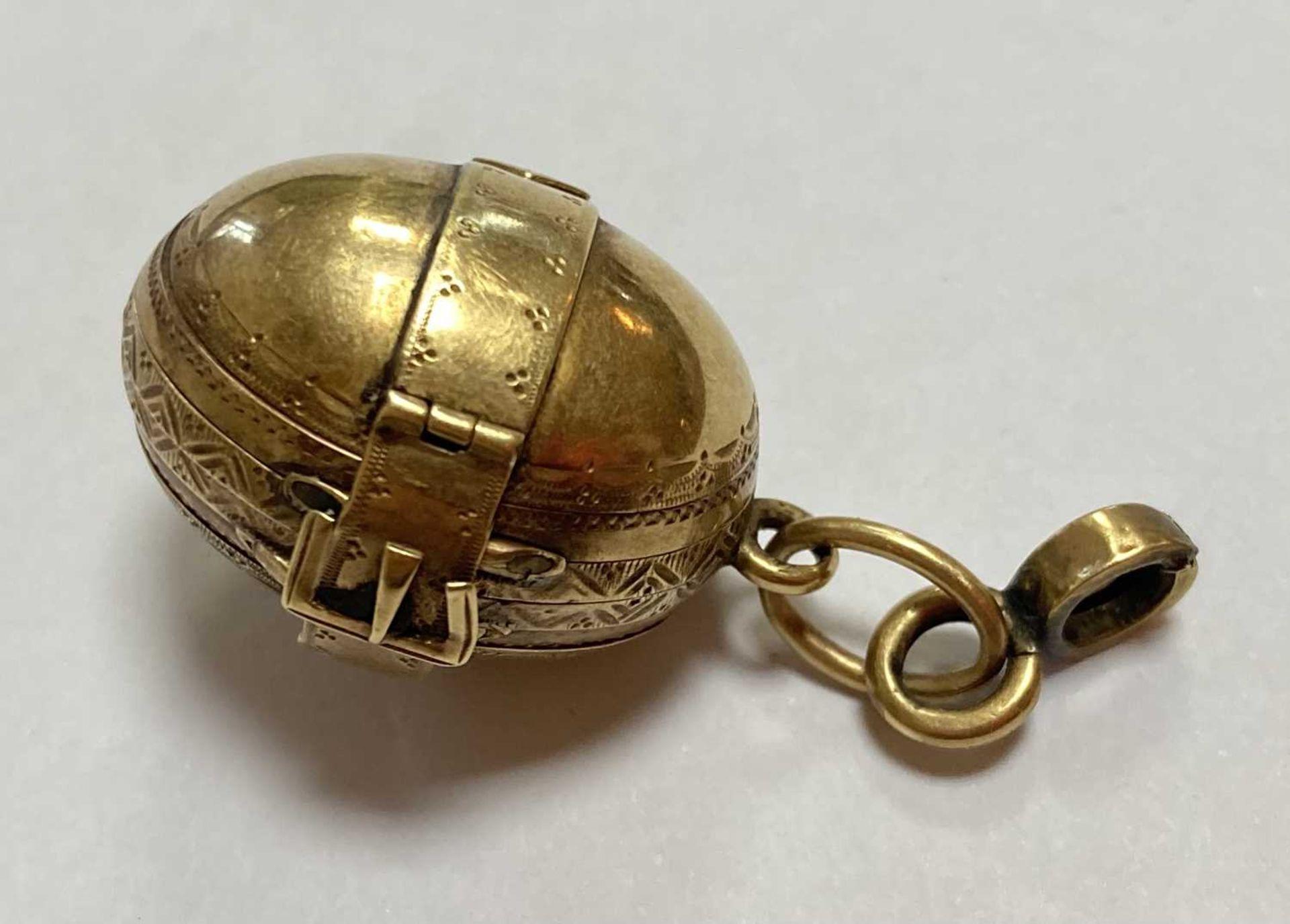 A gold egg form multi-photo 'family' locket, - Bild 4 aus 13