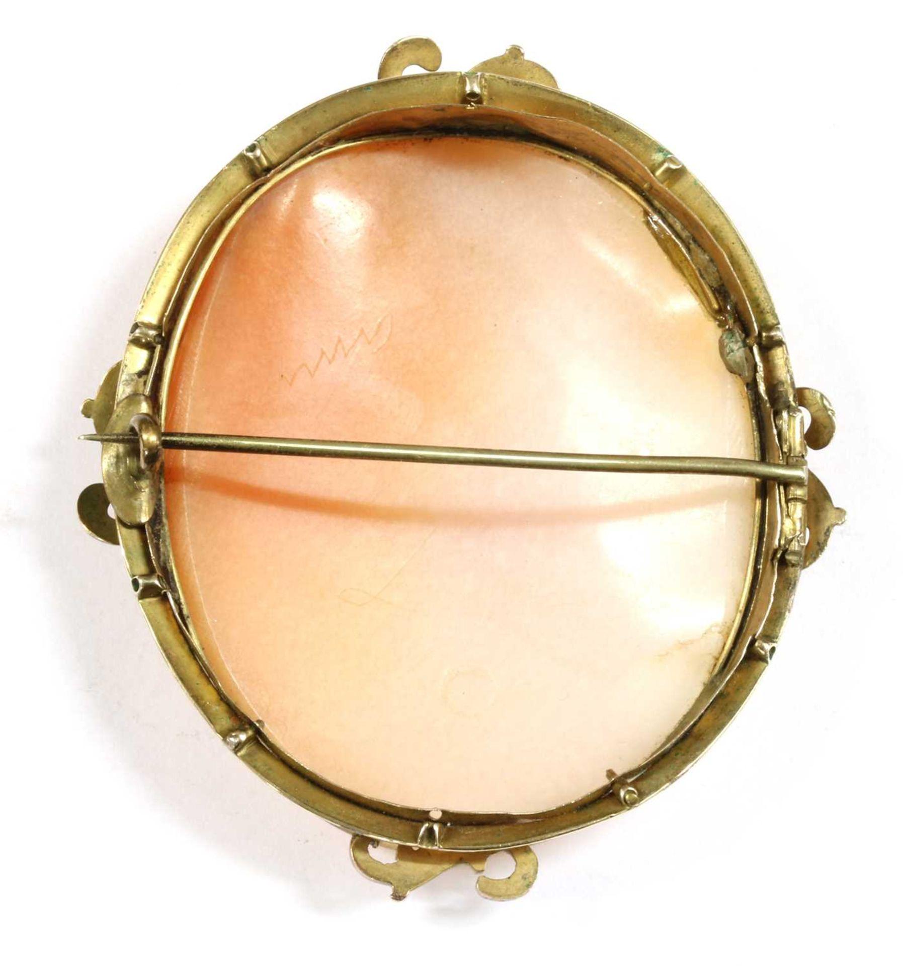 A gold mounted cameo brooch, - Bild 2 aus 2