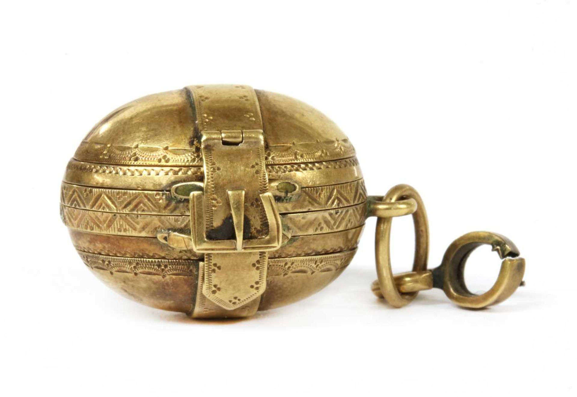 A gold egg form multi-photo 'family' locket,