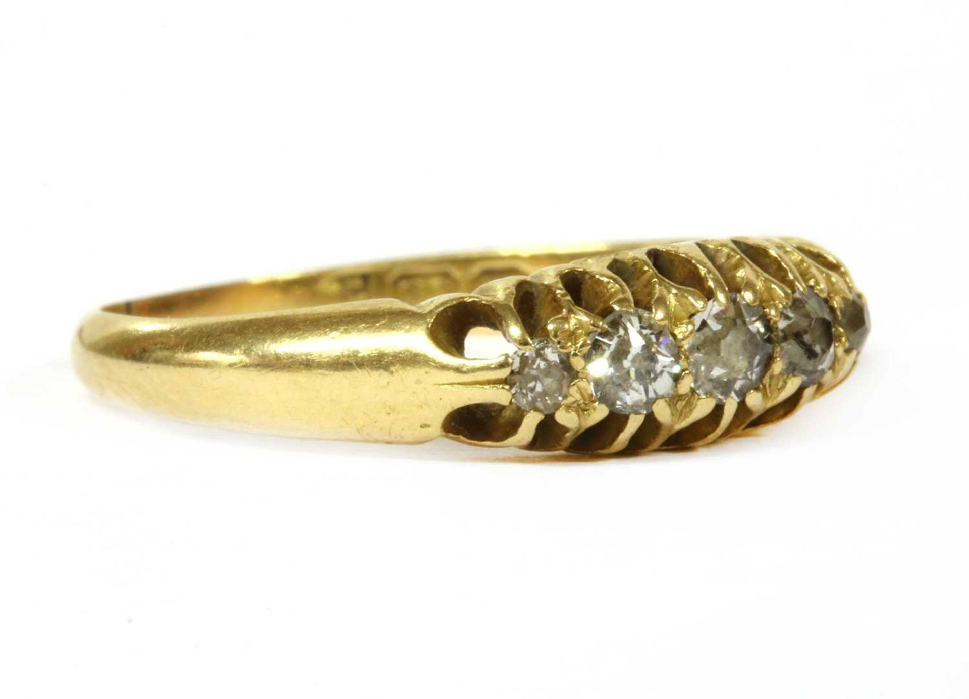 An 18ct gold five stone diamond ring, - Bild 2 aus 3