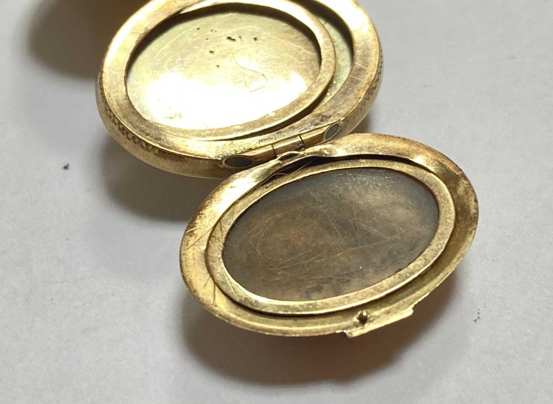 A gold egg form multi-photo 'family' locket, - Bild 10 aus 13