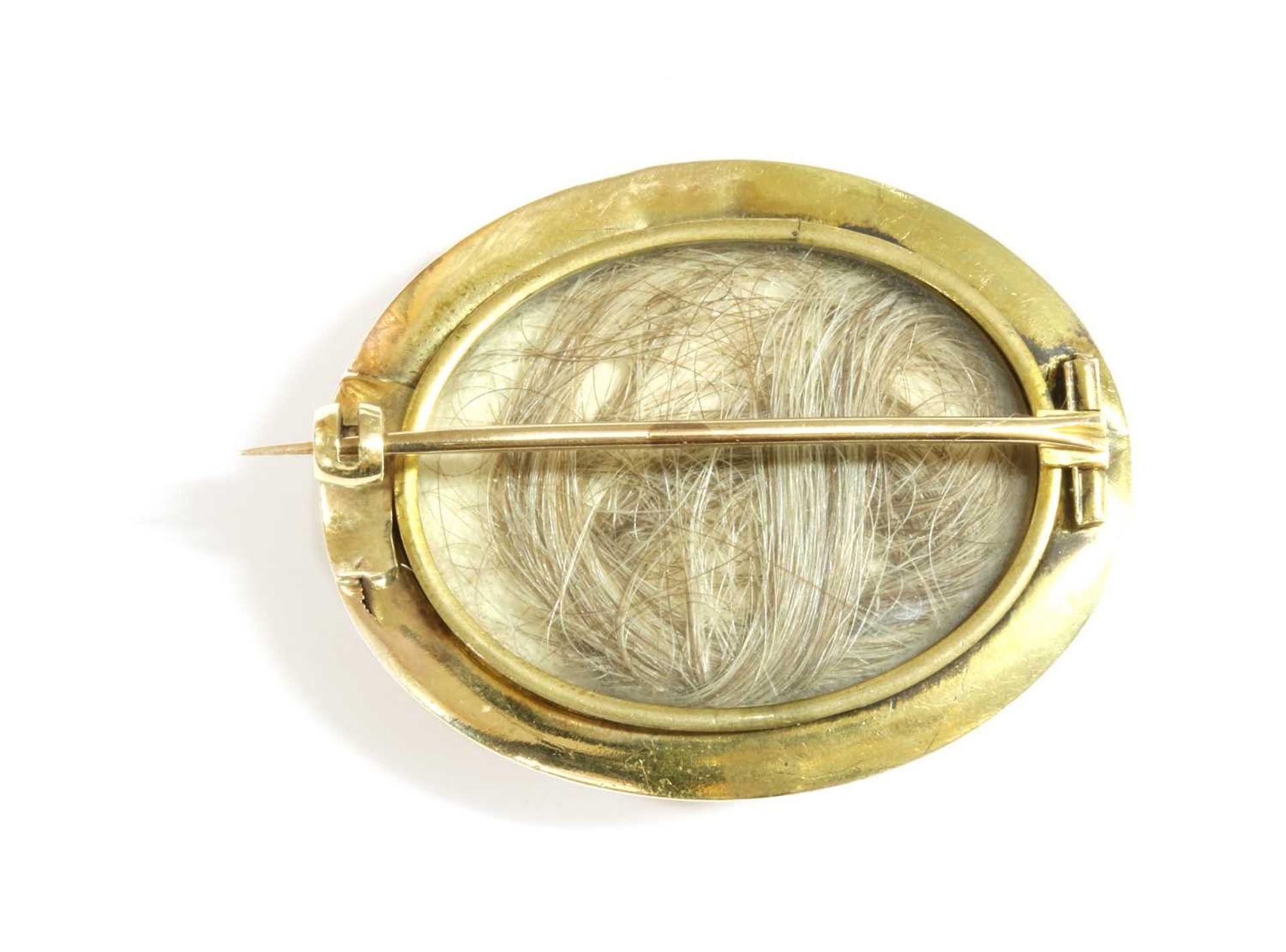 A Victorian gold brooch, - Bild 2 aus 2