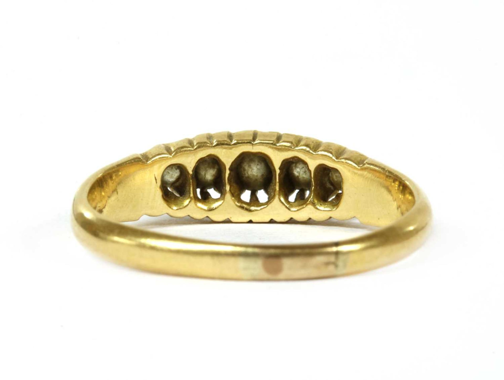 An 18ct gold five stone diamond ring, - Bild 3 aus 3