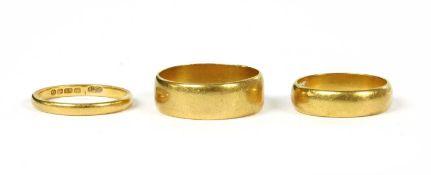 Three 22ct gold wedding rings,
